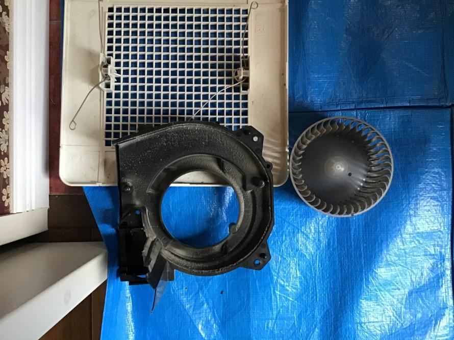 トイレ換気扇クリーニング