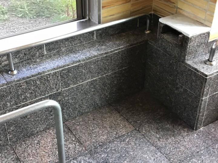 浴場の水垢落とし